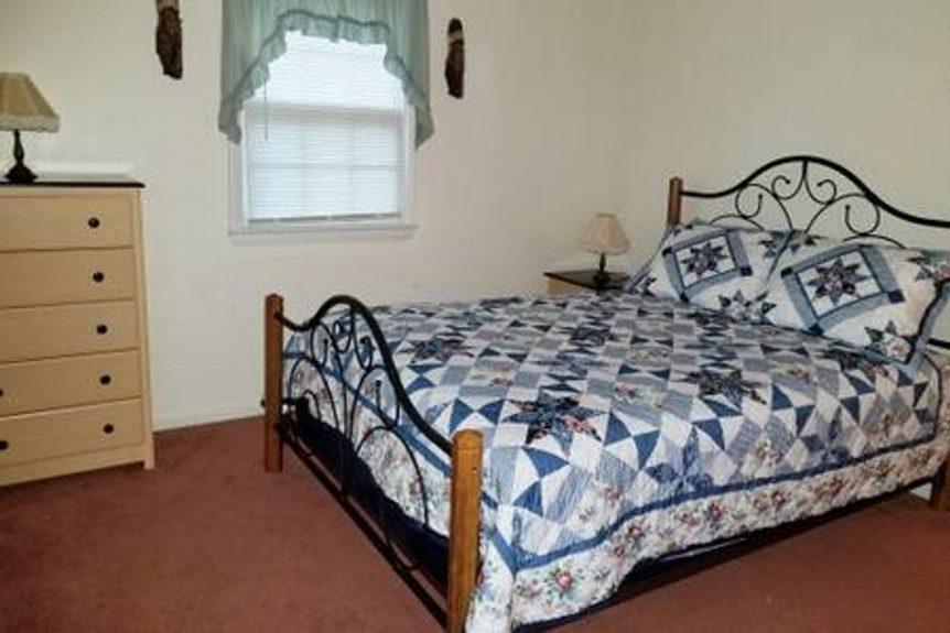 second bedroom in Little Fawn rental cabin