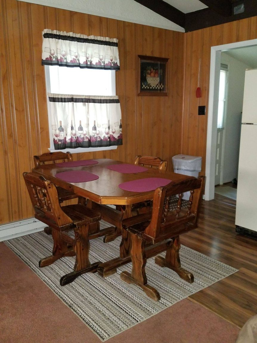 dining area in Little Fawn rental cabin